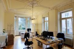Großzügige Büro- oder Praxisräume über zwei Etagen in repräsentativem Villenanwesen