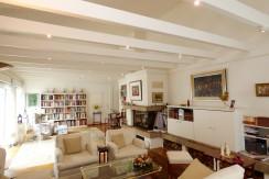 Herrliche 5-Zimmer-Eigentumswohnung im Ateliergeschoss in beliebter Villenwohnlage