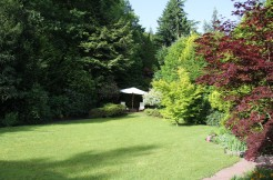 Landhaus-Villa mit paradiesischem Gartenpark