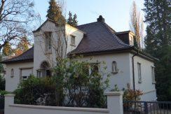 Charmante Walmdach-Villa  mit großzügiger Einliegerwohnung