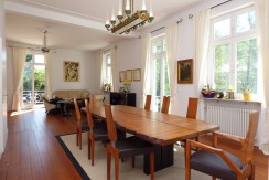 Historisches Villenanwesen in ruhiger und sonnenverwöhnter Halbhöhen-Wohnlage