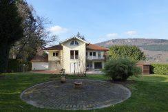 Großzügiges Refugium mit traumhaftem Gartenpark  in Baden-Badens beliebtester Halbhöhen-Wohnlage
