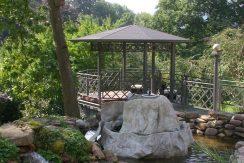 Villenanwesen mit Pool und zauberhaftem Gartenpark